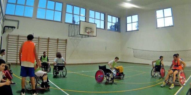 Amichevole di basket in carrozzina